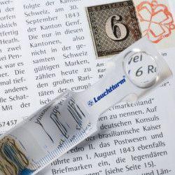 Règle de lecture avec loupe intégrée.