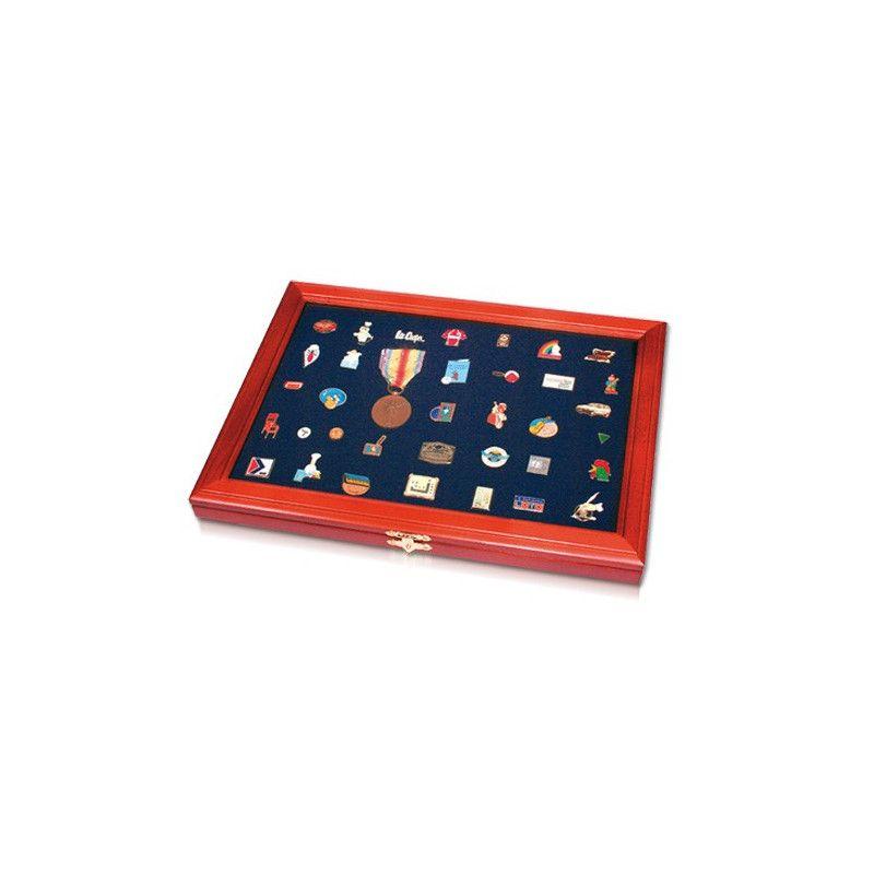 Vitrine lux en bois massif pour présenter pin's et insignes.