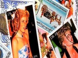 Pochettes de timbres thématiques sur les célébrités sélectionnées.