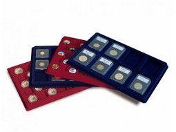 Plateaux numismatiques Leuchtturm pour monnaies de collection sur un fond bordeaux ou bleus.